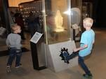Приучить людей к кощунству… В Таллине в музее предлагают пнуть ногой изображение богородицы