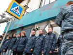 Активисты организации «Офицеры России» заблокировали вход на скандальную выставку «Джок Стерджес. Без смущения».